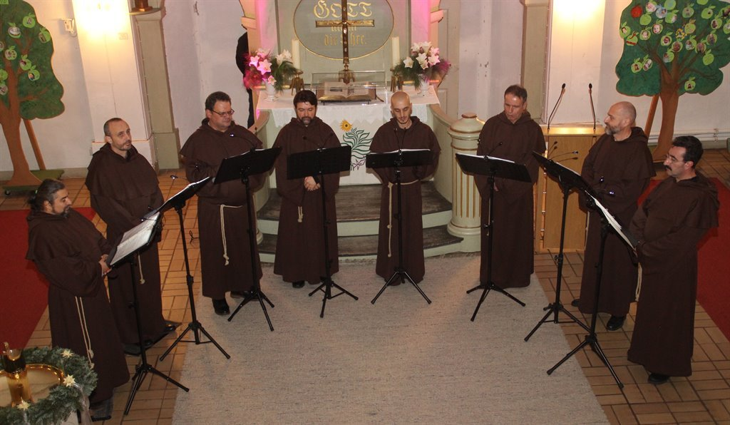"Ein berührendes Konzert in mystischer Atmosphäre erlebten die Besucher mit der bulgarischen Gesangsformation ""The Gregorian Voices"" in der Gnarrenburger Pauluskirche.  Foto: im"